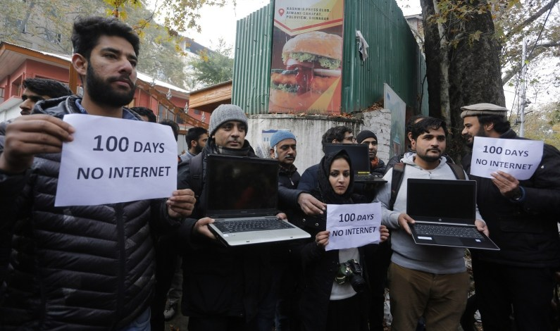Internet Partially Restored to Hotels, Govt Offices in Kashmir