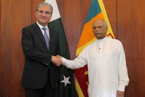 Pak FM Qureshi Meets Lankan Counterpart,Apprises Him About Kashmir