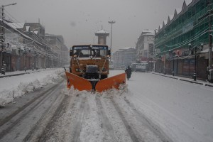 Fresh Snowfall Throws Life Out Of Gear In Kashmir