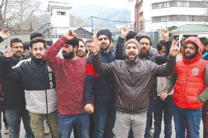 Candidates Protest Scrapping Of JK Bank Recruitment Process