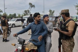 Pakistan Imposes Eid Holiday Shutdown As Virus Cases Soar