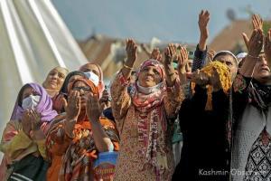 Devout Converge At Hazratbal On Eid-e-Milad