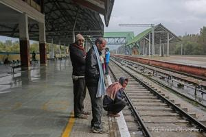 Too Much Fear, Say Migrant Workers Waiting To Board Train Out Of Valley