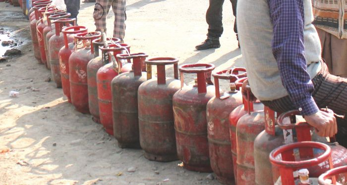 Agencies charge for home delivery of LPG cylinders in Anantnag, but deliver not