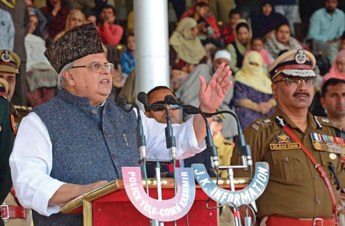 Governor lauds JKP, pays tributes to slain personnel