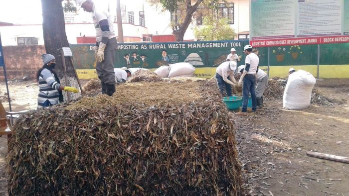 J&K fails to implement 'dry leaf composting' under SBM
