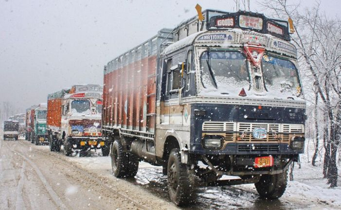 Weather improves in Kashmir, traffic through on NH