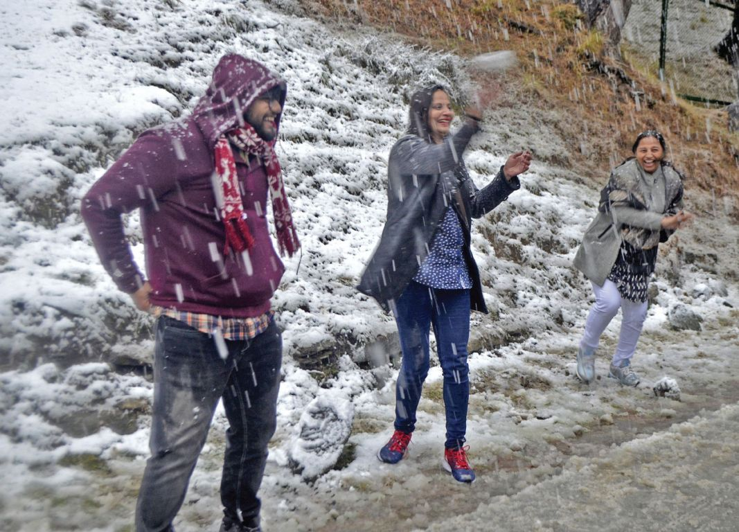 Tourists enjoy snowfall at Gulmarg