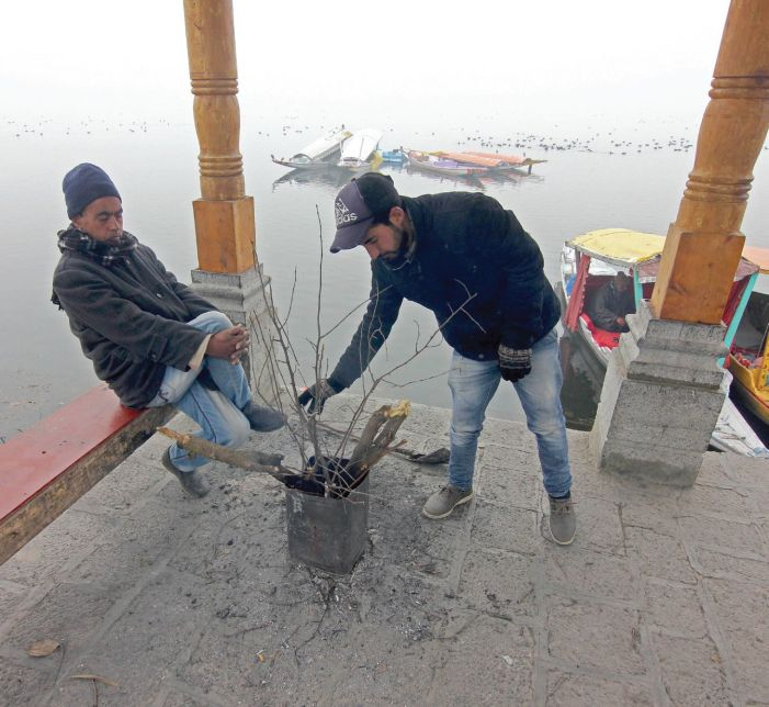 No let-up in cold wave as Srinagar shivers at minus 6