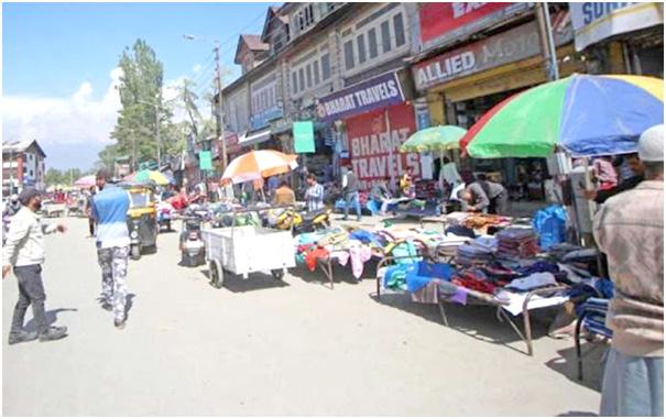 Govt to set up 5 smart zones for street vendors in Srinagar