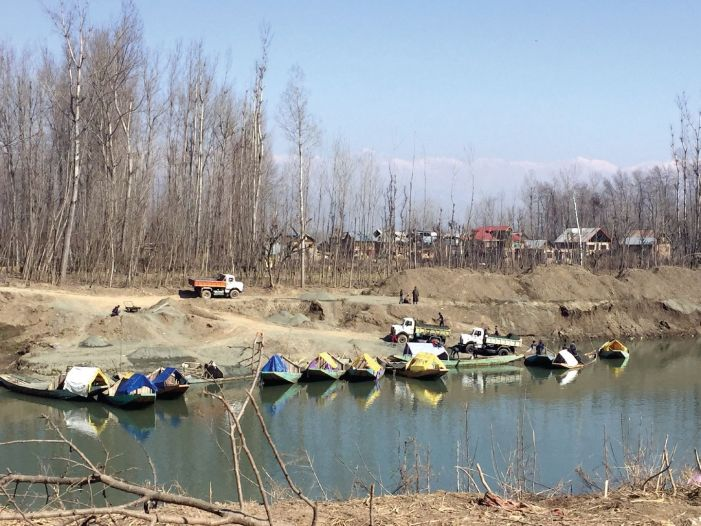 On top of illegal mining, minerals sold at double the official rates in Shopian