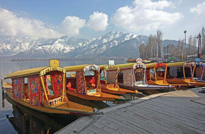 Govt allows tourists to enter J&K by air