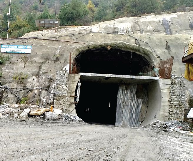 Locals demand screening at Jawahar Tunnel to block entry of non-locals