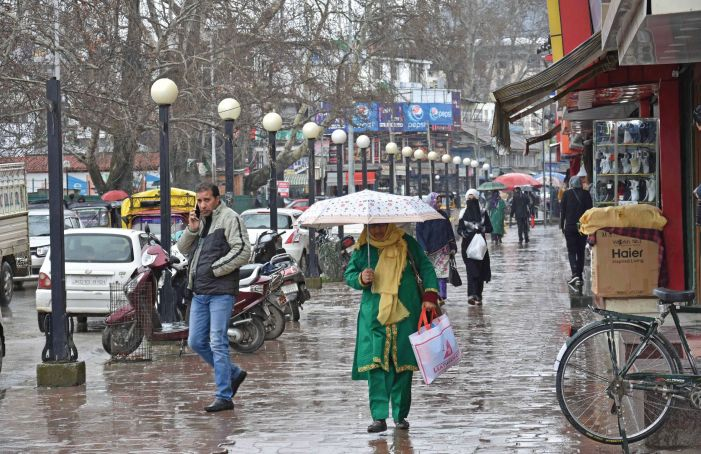Rain, snow, chilly winds in Kashmir