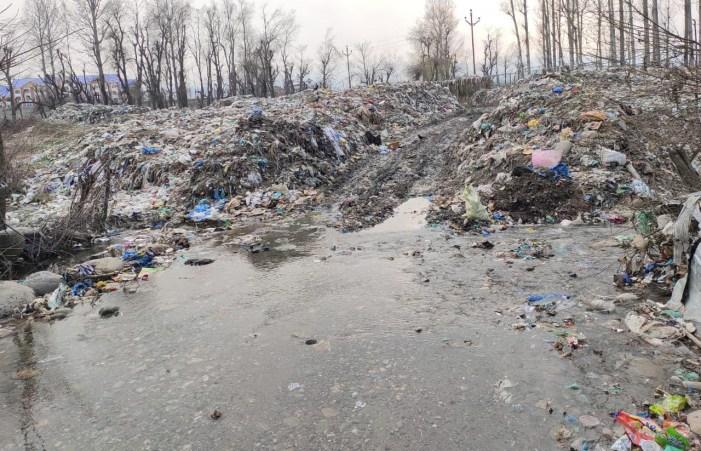 Shopian dumping site polluting water bodies, posing threat to human health