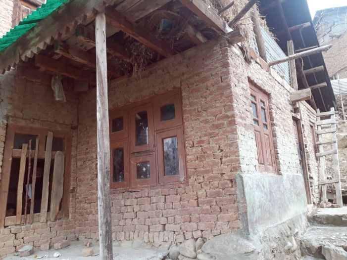 200 students stuffed into decrepit school building in Budgam