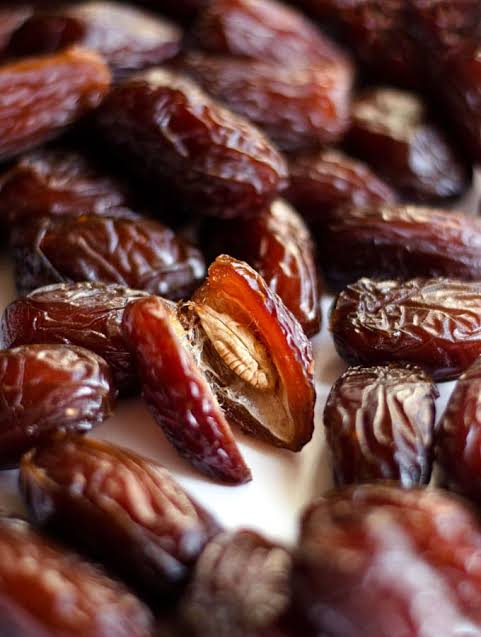 Dates and dry fruits lying unsold even in season of Ramadan