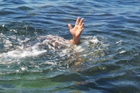 Labourer drowns while extracting sand from Jhelum in Pulwama