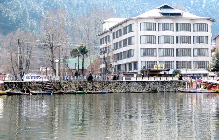 Hotel shut down along Dal, owner seeks HC's help