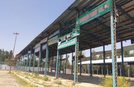 Traders unhappy with new fruit mandi in Shopian