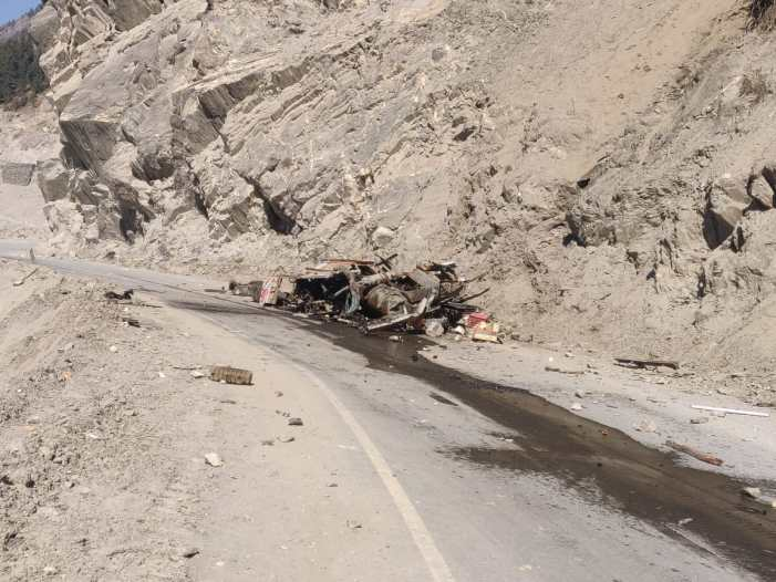 Conductor killed, driver injured as truck rolls down gorge on Srinagar-Leh highway