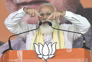 PM slams opposition for seeking restoration of article 370 in J&K