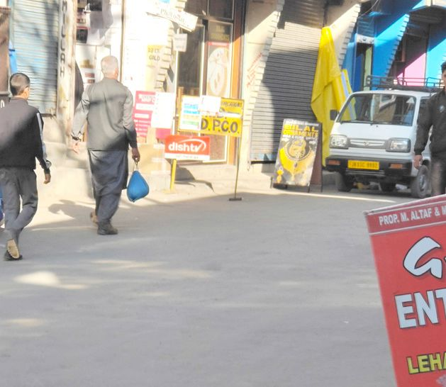 Merchandise, signboards of shopkeepers clog road to SDH Bijbehara