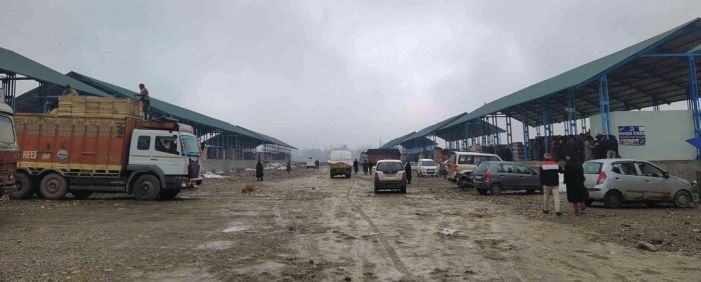 New Shopian fruit mandi a wretched, 'desert-like' place