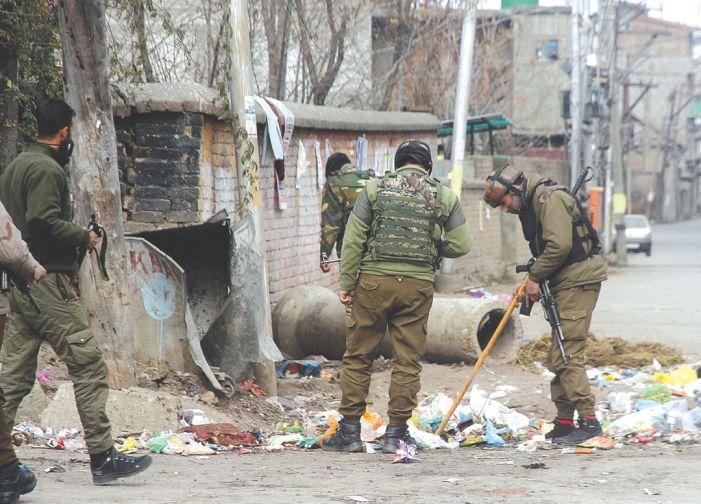 Civilian, cop injured in Srinagar militant attack