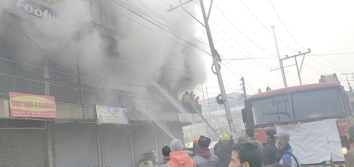 Fire at SDA complex Batamaloo damages wholesale apparel shops, pharmacy offices