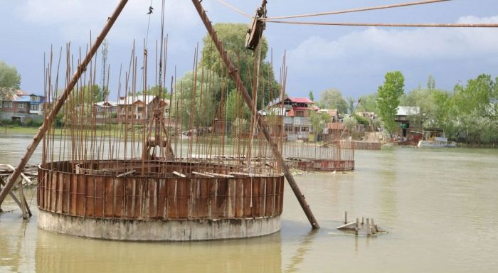 Maharajpora Bridge, with ceremony announced, abandoned by both contractor and state