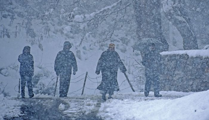 Snowfall in higher reaches of J-K; improvement in min temperature in Valley
