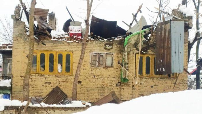 A dozen houses damaged in Baramulla