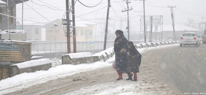 Snow cuts off Kashmir from rest of world as surface, air routes shut