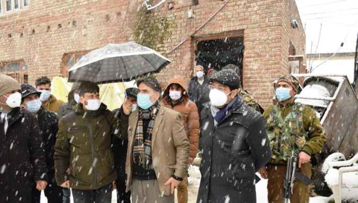 DC Pulwama reviews snow clearance, restoration of essential services