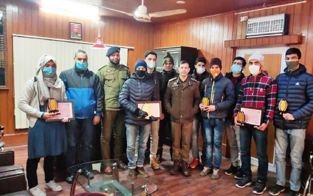 Police felicitated NEET qualifiers of Tral