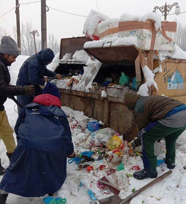 SMC commissioner for swift removal of piled garbage, snow