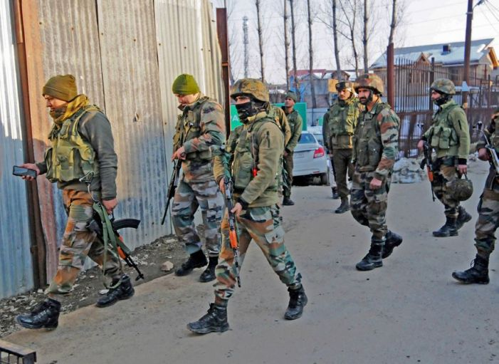 Militants attack CRPF's road opening party in Chanapora