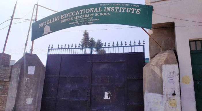DC Pulwama orders probe into non-payment of salaries, harassment of teachers by MEI Pampore