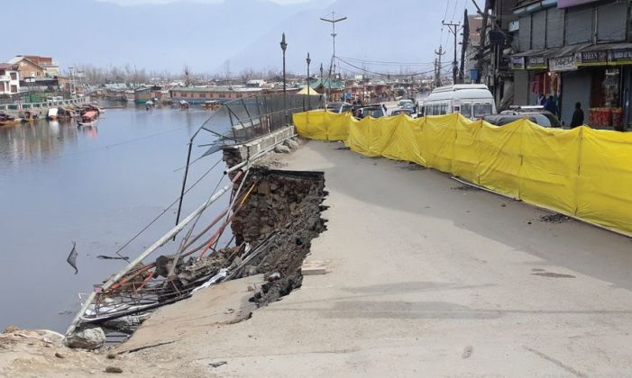 Collapse of Boulevard road creates traffic bottleneck, officials float tender and wait