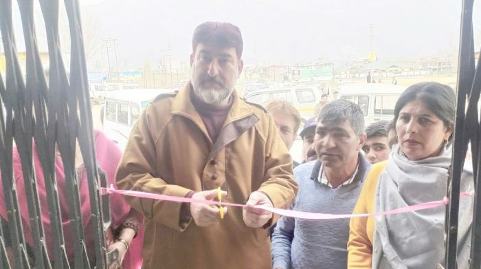 MC Pampore President inaugurates toilet complex at Pampore