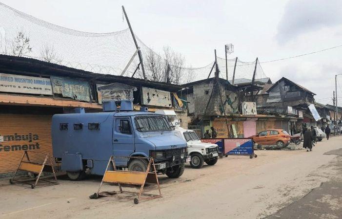 Militants hurl hand grenade at police post Sopore, two injured