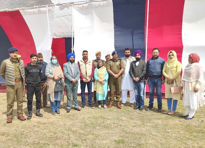 SSP Awantipora holds interactions with panchyat reps, media