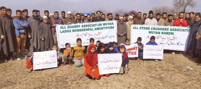 Stone quarrying ban: Workers protest in Wuyan Pampore, demand permission for extracting stones