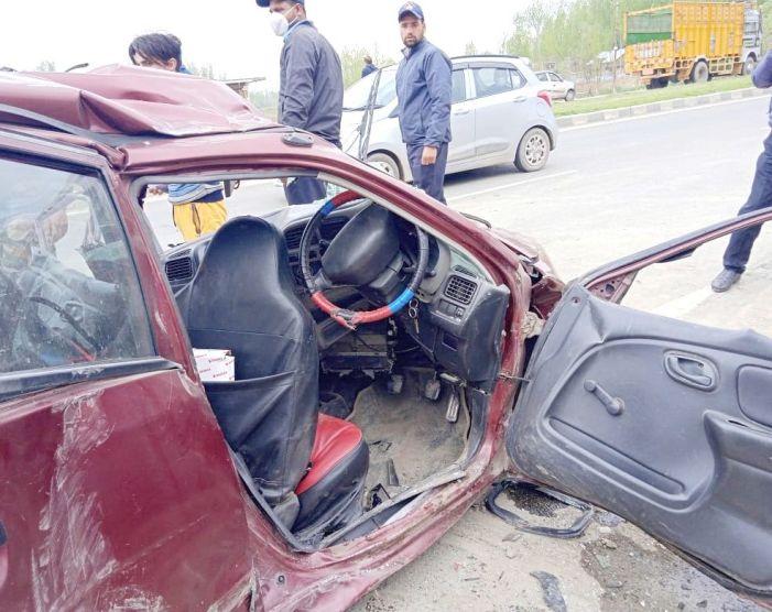 Girl dies, 5 family members injured in road accident in Awantipora