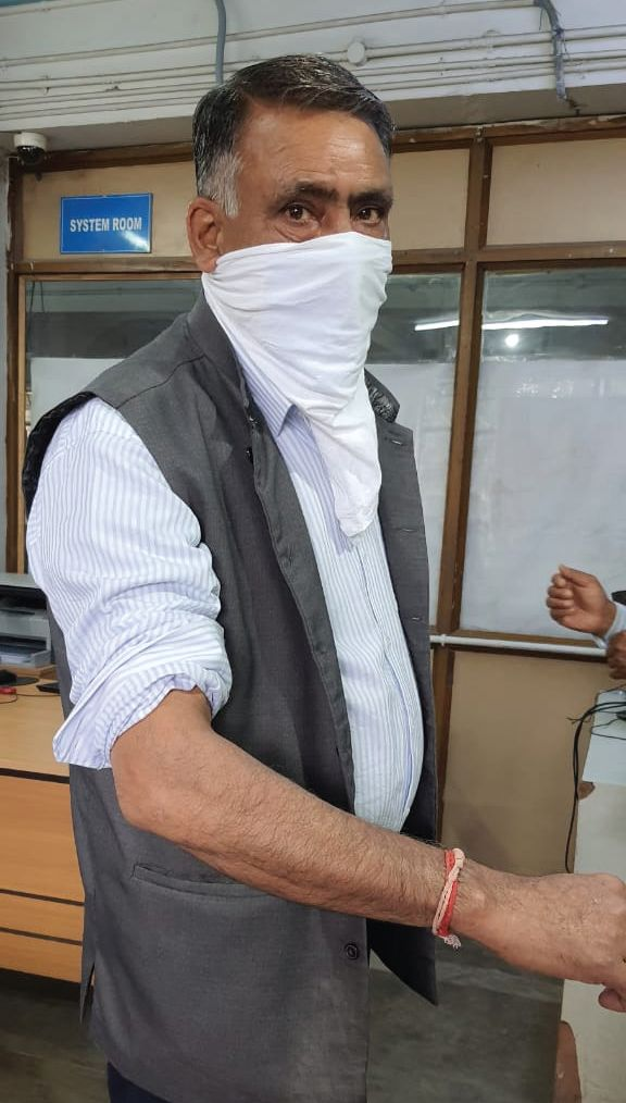 Doctor assaulted, put in lock-up by police in Shopian