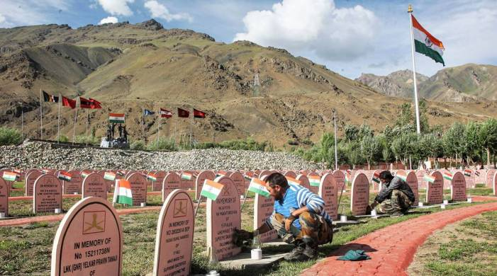 Army pays tributes to Kargil heroes at Drass memorial