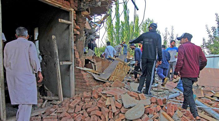 5 militants, army man killed in Pulwama gunfight