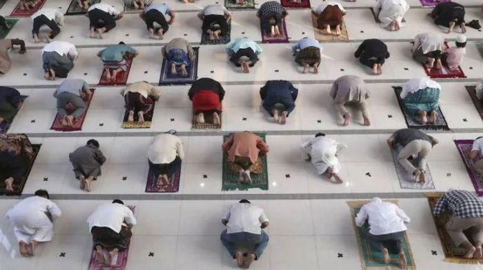 Muslims mark Eid al-Adha in pandemic's shadow