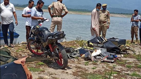Army helicopter crashes into Ranjit Sagar Dam lake
